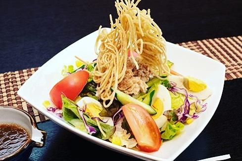 揚げ蕎麦サラダ